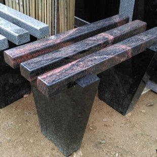 4. Divu krāsu granīta kapu soliņš