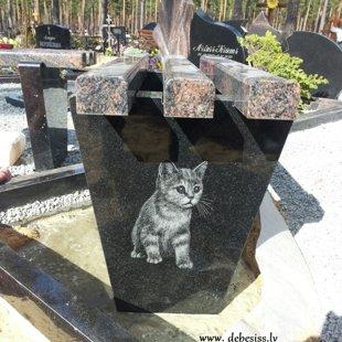 2. Granīta kapu soliņš ar gravējumu