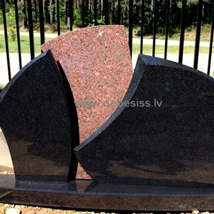 8. Divveidu granīta kapu pieminekļu kompozīcija