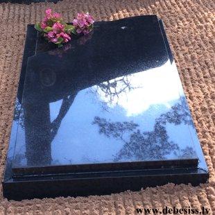21. Pilnīgi slēgta granīta kapu apmale