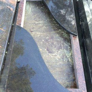 2. Granīta kapu apmalīte